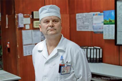 Photo de Serguei Utsochov, ingénieur responsable du réacteur n°1.